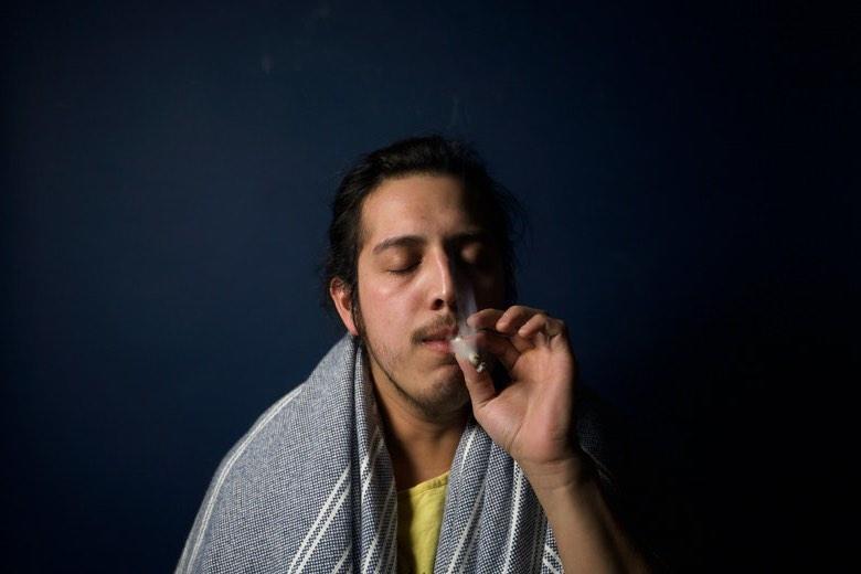 Fumer plus de cannabis que prévu est un symptôme de dépendance