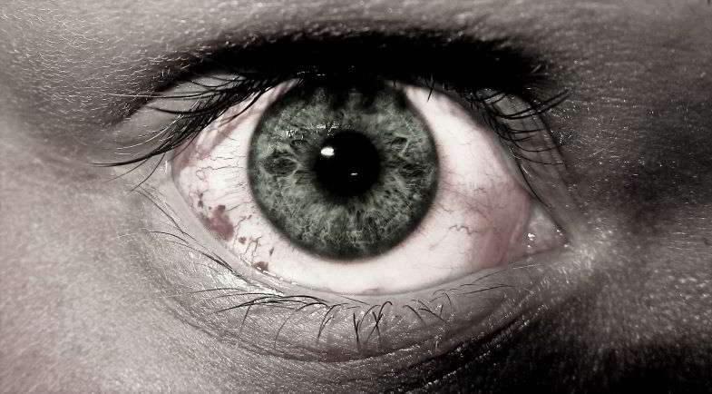 Découvrez si l'herbe légale vous donne des yeux rouges.
